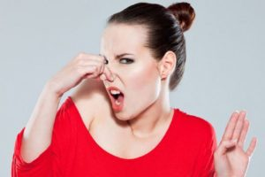 Почему появляется неприятный запах из влагалища